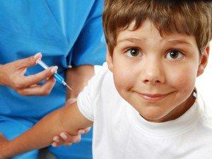 мальчику-делают-прививку-от-гриппа