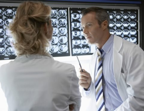 Radiologist-Discussing-Enterprise-Medical-Imaging-Strategy-900x600